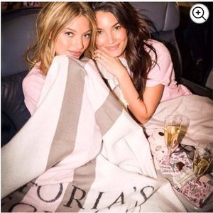 Victoria's Secret Bedding - Victoria Secret Limited Edition Gray Pink Blanket